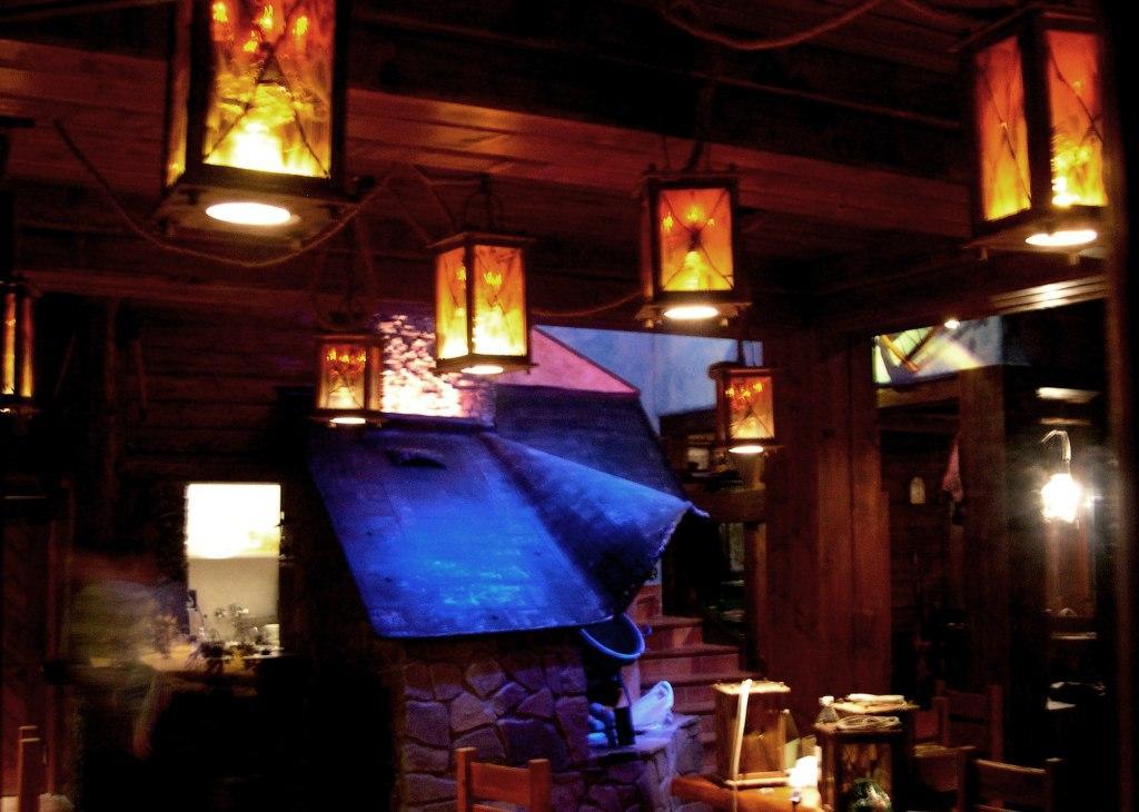 koliba Patria-ve?erné nasvietenie-drevené lampá?e